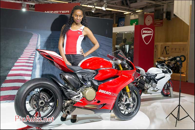 Salon de la moto du scooter de ducati govecs for Hotesse salon moto