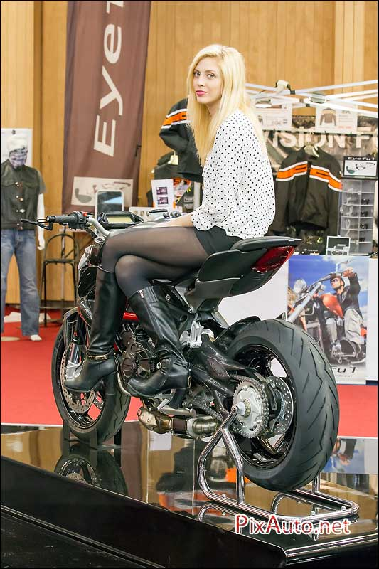 Salon de la moto du scooter de mv agusta shark for Hotesse salon moto