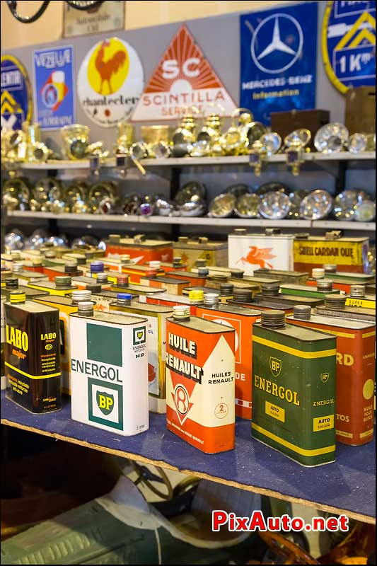 Salon Retromobile, Bidons Huile Vintages